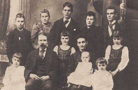 image: Stephen Farnsworth Locke, Mary Ashley Locke, and 10 kids about 1890.